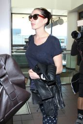 Anne Hathaway at LAX Airport, November 2015