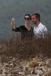 Anne Hathaway - Exploring the Historic Old Town of Ibiza Dalt Villa, 11/29/2015