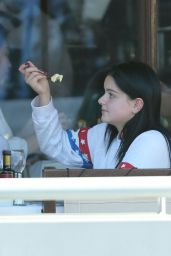 Ariel Winter - Out to Eat in Los Angeles, November 2015