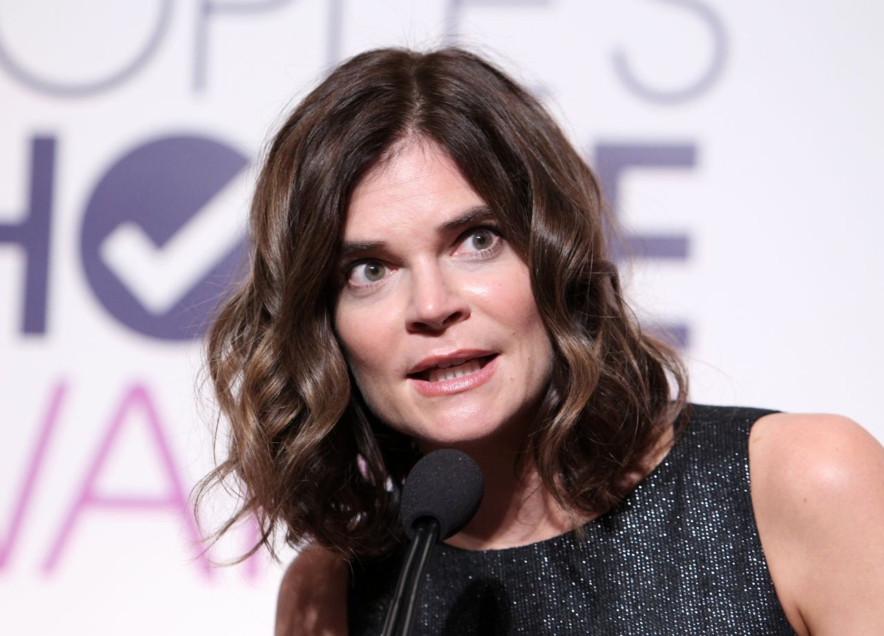 betsy brandt people 39 s choice awards 2016 nominations press conference in beverly hills. Black Bedroom Furniture Sets. Home Design Ideas