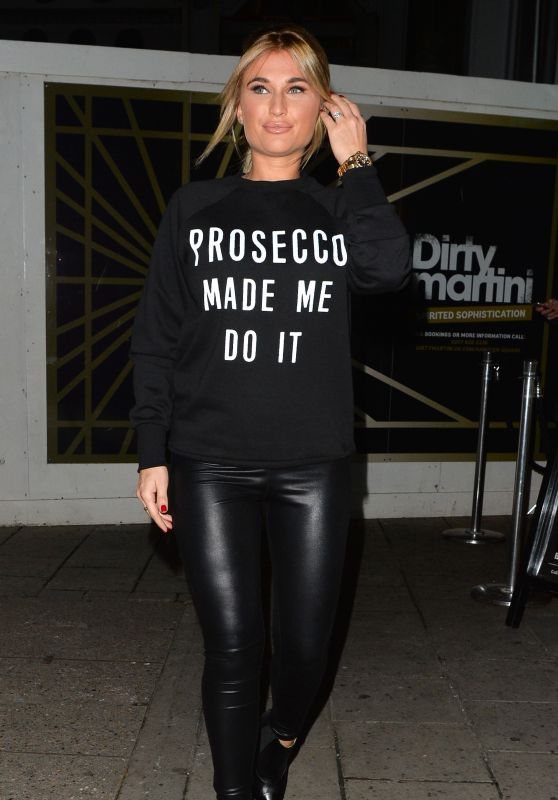 Billie Faiers - Leaving Dirty Martini in London, November 2015