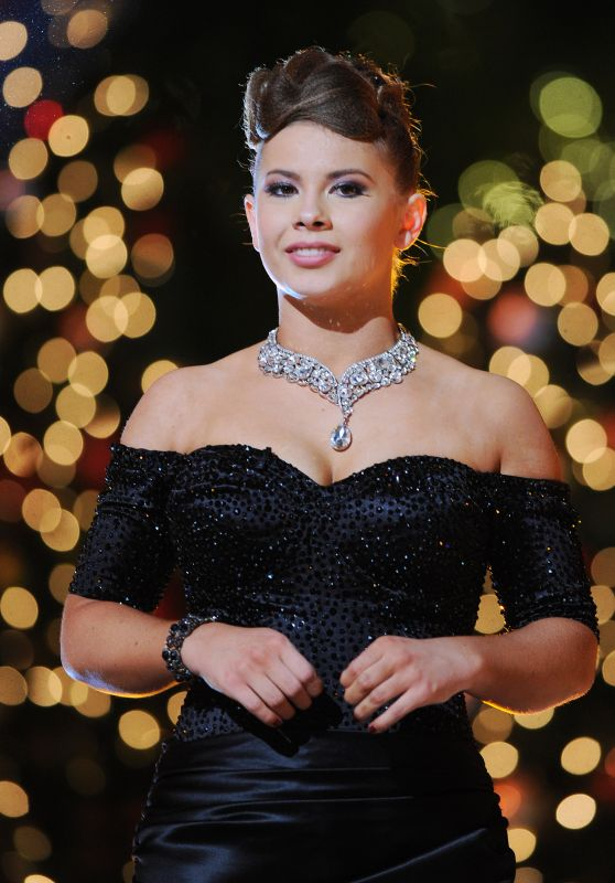 Bindi Irwin - Dancing With The Stars Finale in Los Angeles, 11/24/2015