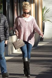 Britney Spears - Shoppig for a New Pair of Sunglasses at Advanced Optometrics in Westlake Village