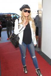 Carmen Electra Airport Style - LAX in Los Angeles, November 2015
