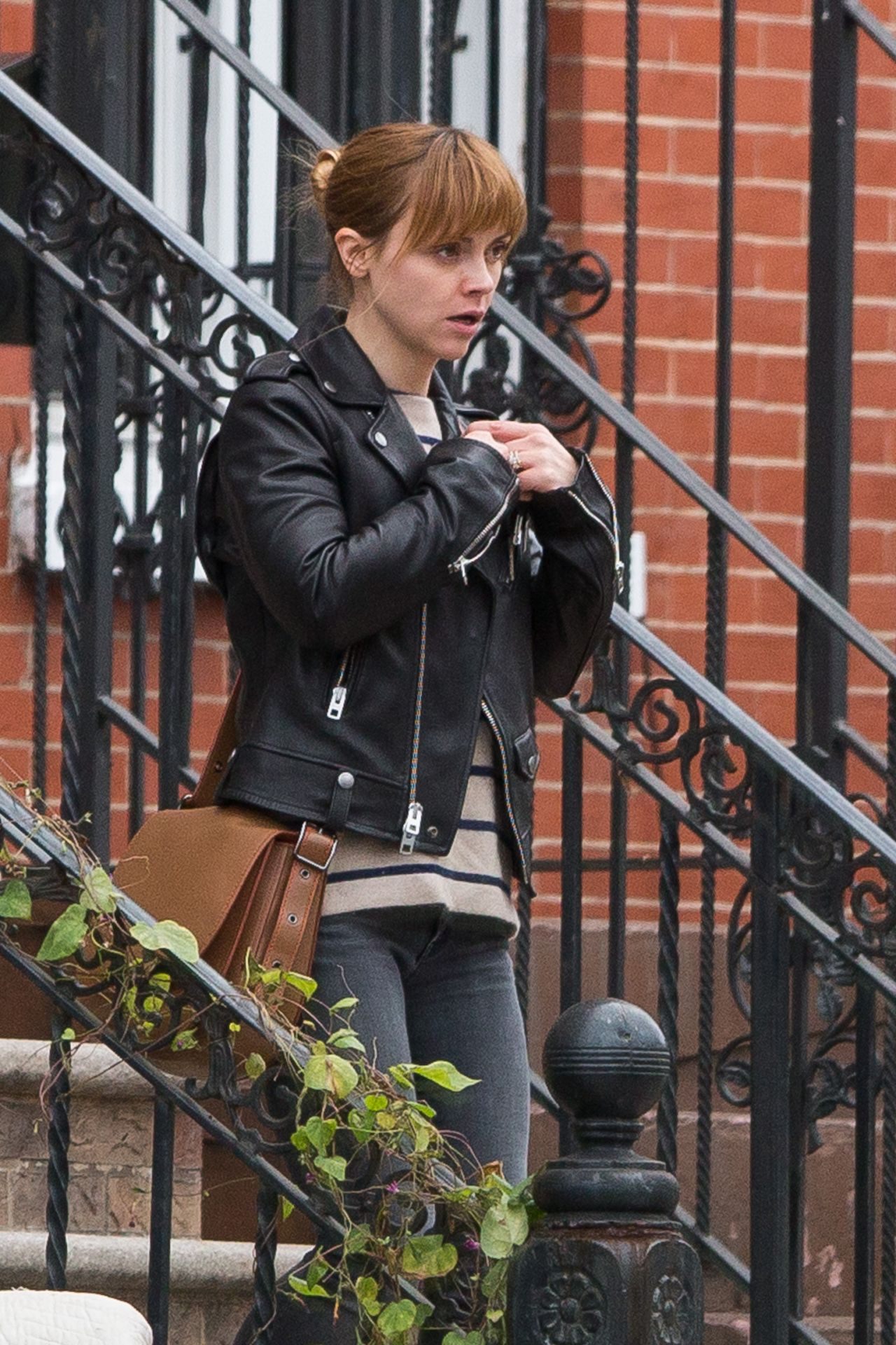 Christina Ricci Doing Some Moving In Brooklyn November 2015