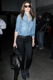 Cindy Crawford - Arrives at the Los Angeles International Airport, November 2015