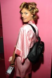 Constance Jablonski – 2015 Victoria's Secret Fashion Show in New York City, Dressing Room