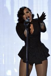Demi Lovato Performs at 2015 American Music Awards in Los Angeles