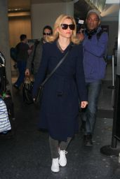Elizabeth Banks Airport Style - LAX  in Los Angeles, November 2015
