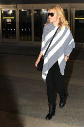 Elizabeth Banks - LAX Airport, November 2015