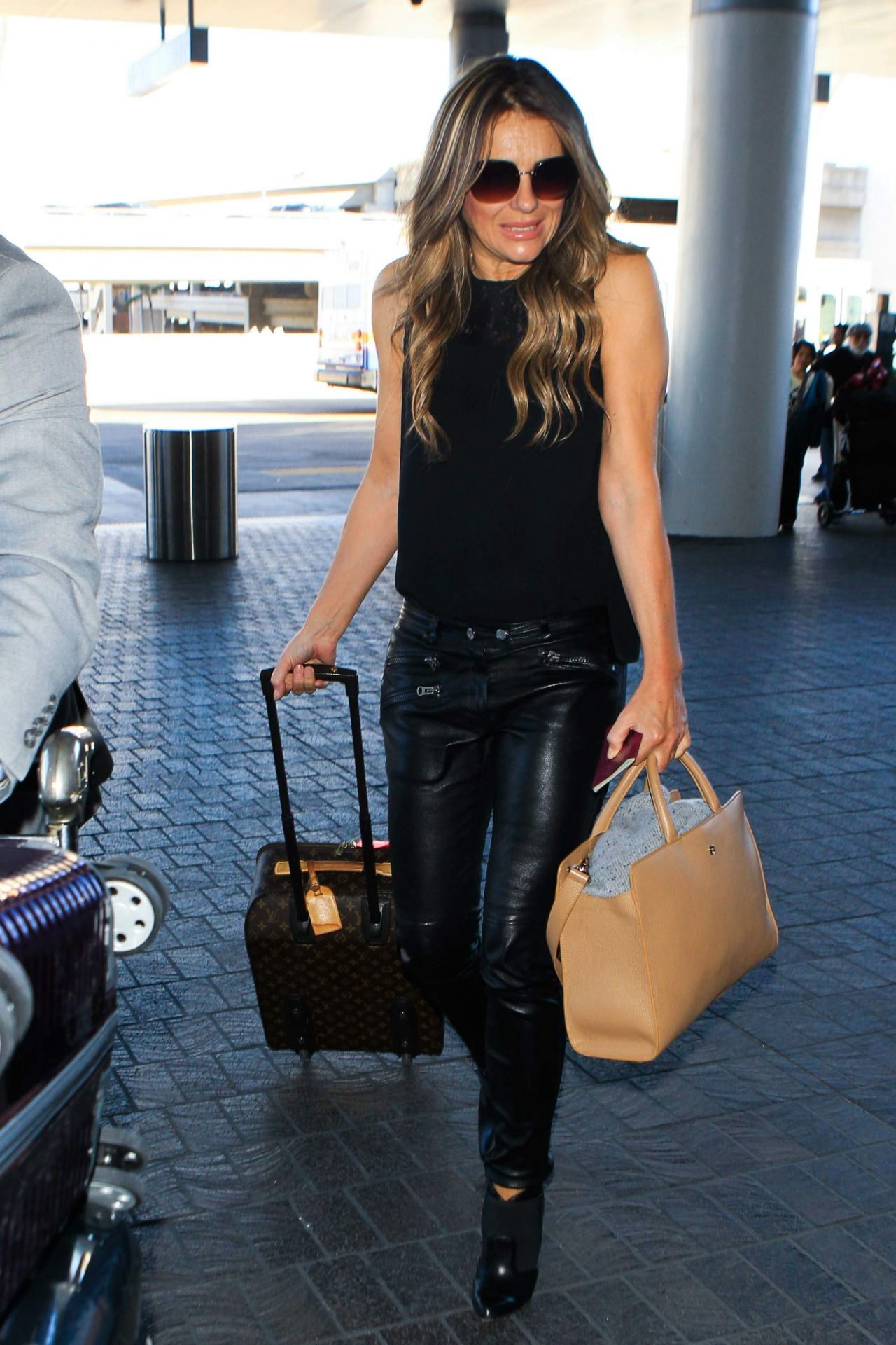 Elizabeth Hurley At Lax Airport November 2015