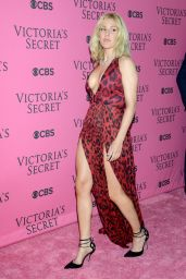 Ellie Goulding – Victoria's Secret Fashion Show in New York, November 2015
