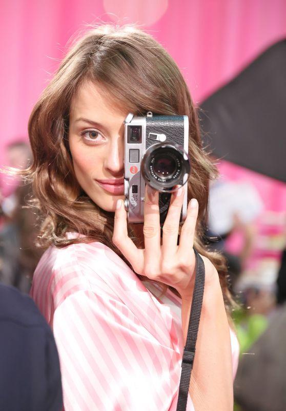 Flavia Lucini – 2015 Victoria's Secret Fashion Show in New York City, Dressing Room