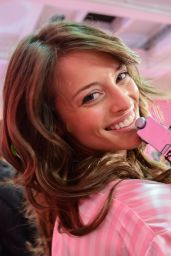 Flavia Lucini – 2015 Victoria's Secret Fashion Show in New York City, Dressing Room