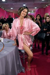 Gigi Hadid – 2015 Victoria's Secret Fashion Show in New York City, Dressing Room