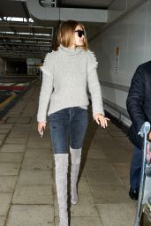Gigi Hadid at Heathrow Airport in London, 11/30/2015
