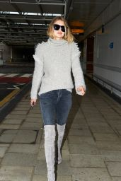 Gigi Hadid at Heathrow Airport in London, 11/30/2015