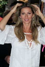 Gisele Bundchen - Launches Commemorative Book 20-Year Career in a Bookstore in Sao Paulo