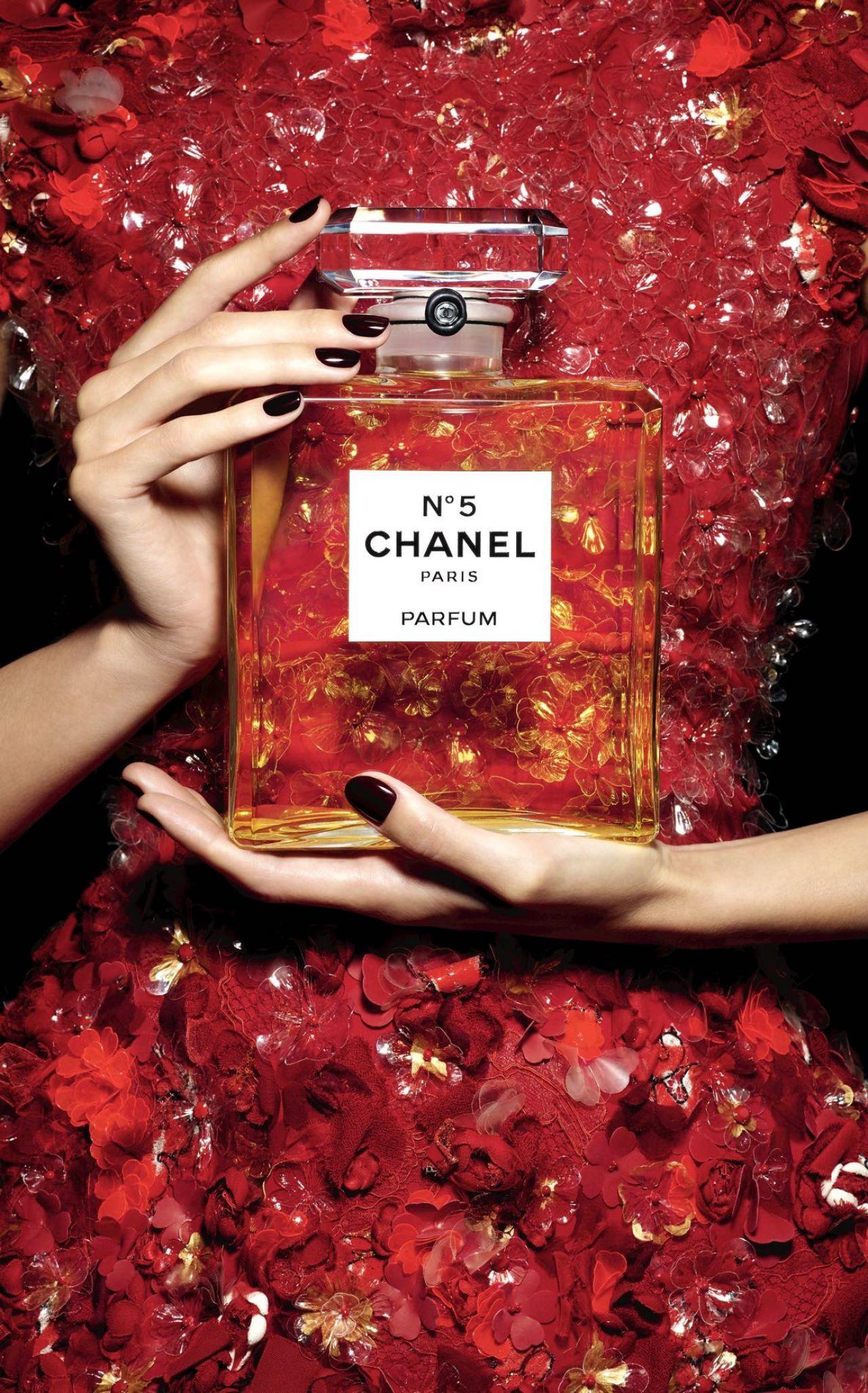 Gisele Bundchen Photoshoot For Chanel No 5 Fragrance