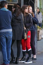 Hailee Steinfeld - Getting Coffee in Vancouver, November 2015