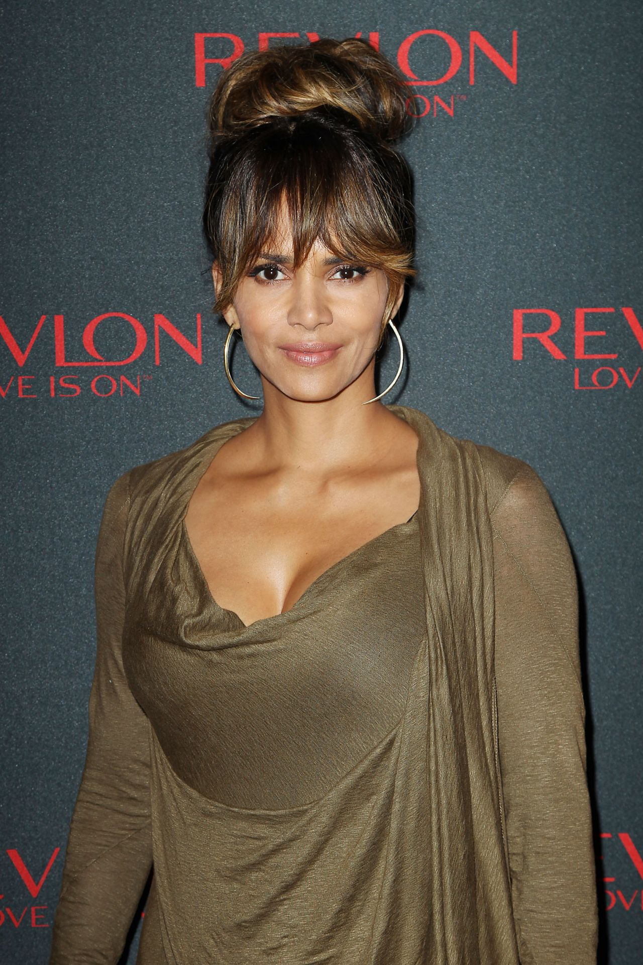Halle Berry – 'Revlon Love Is On, Million Dollar Challenge ...