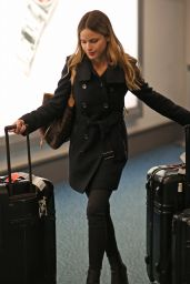 Halston Sage Airport Style - Airport in Vancouver, November 2015