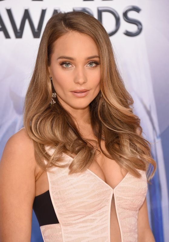 Hannah Davis – 2015 CMA Awards in Nashville