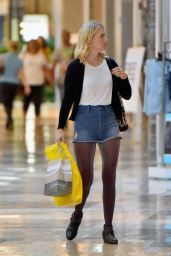 January Jones Leggy in Shorts - Shopping in LA, november 2015