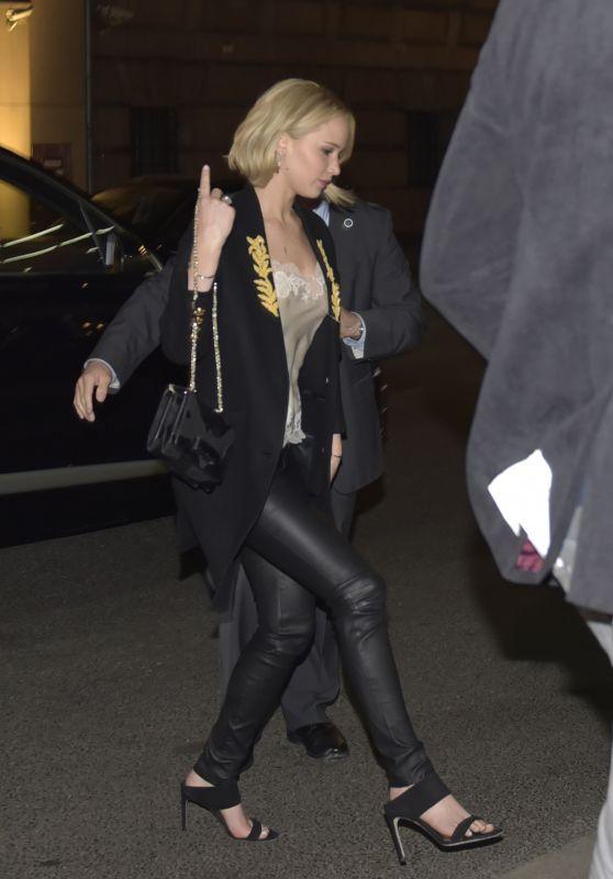 Jennifer Lawrence Arriving At Borchardt Restaurant In