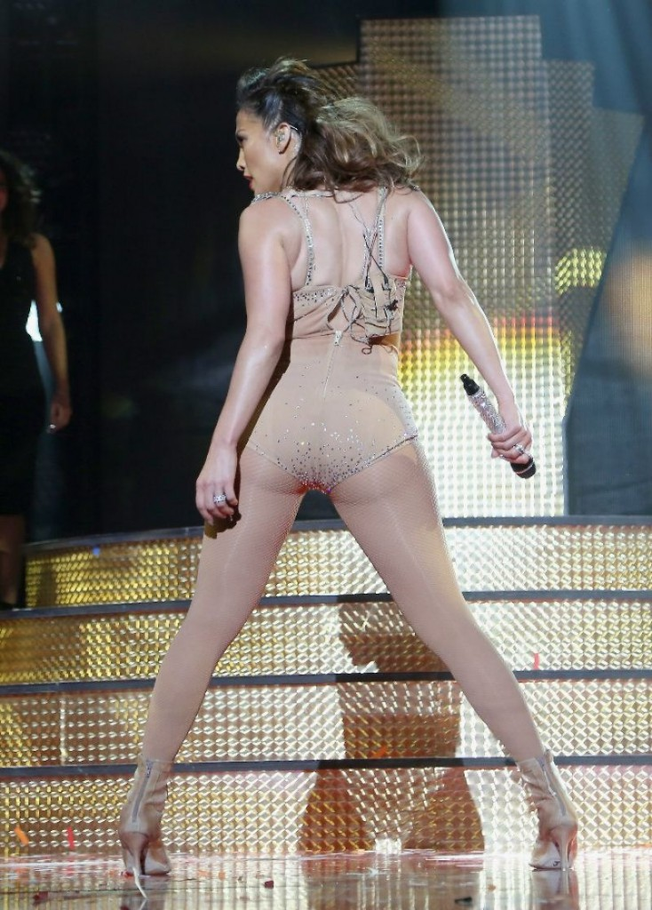 jennifer-lopez-2015-iheartradio-fiesta-latina-in-miami_4