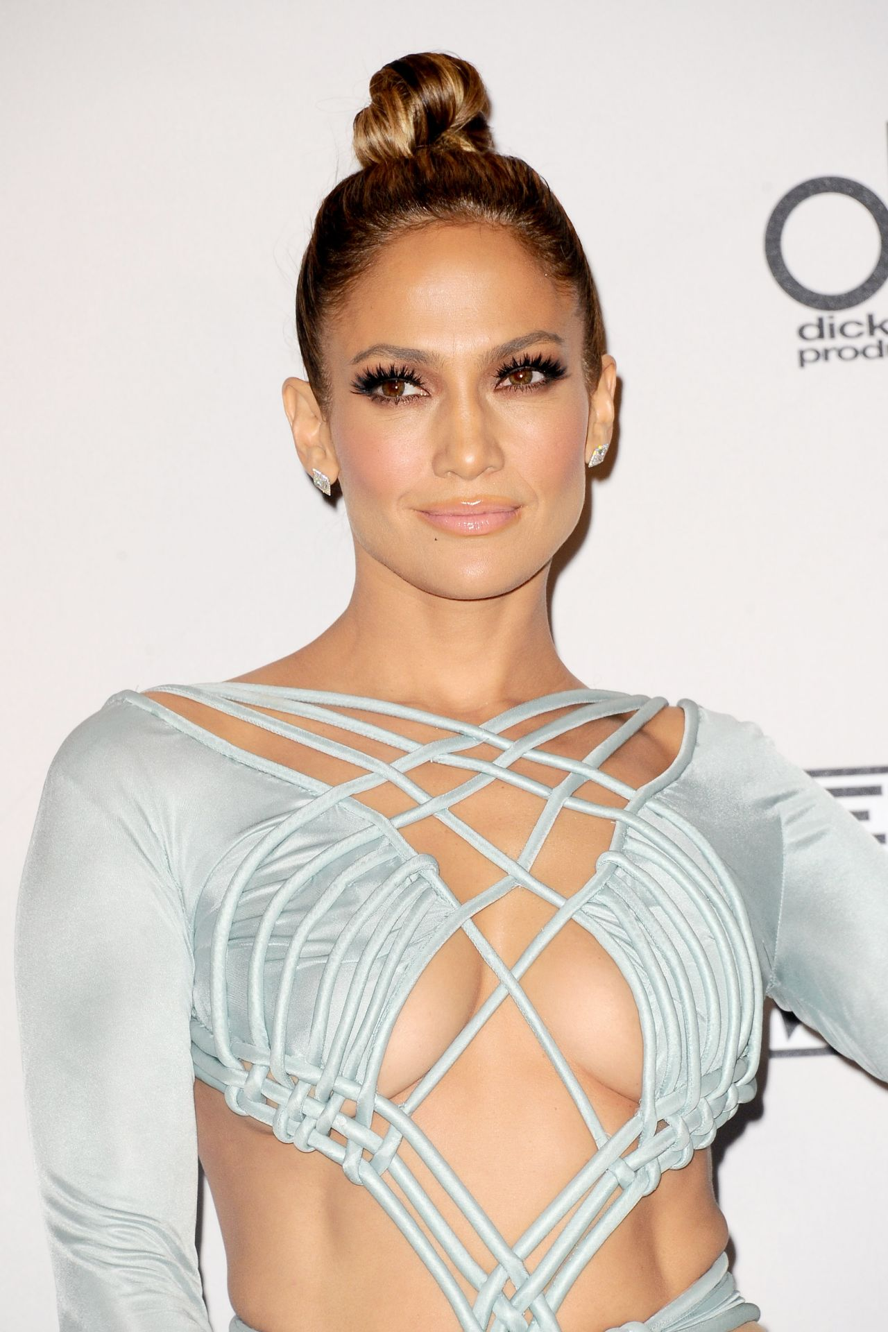 Jennifer Lopez on Red Carpet - 2015 American Music Awards ... гвен стефани