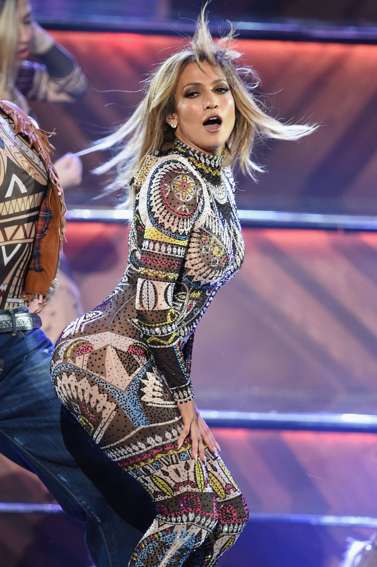 Jennifer Lopez Performs at 2015 American Music Awards in ...