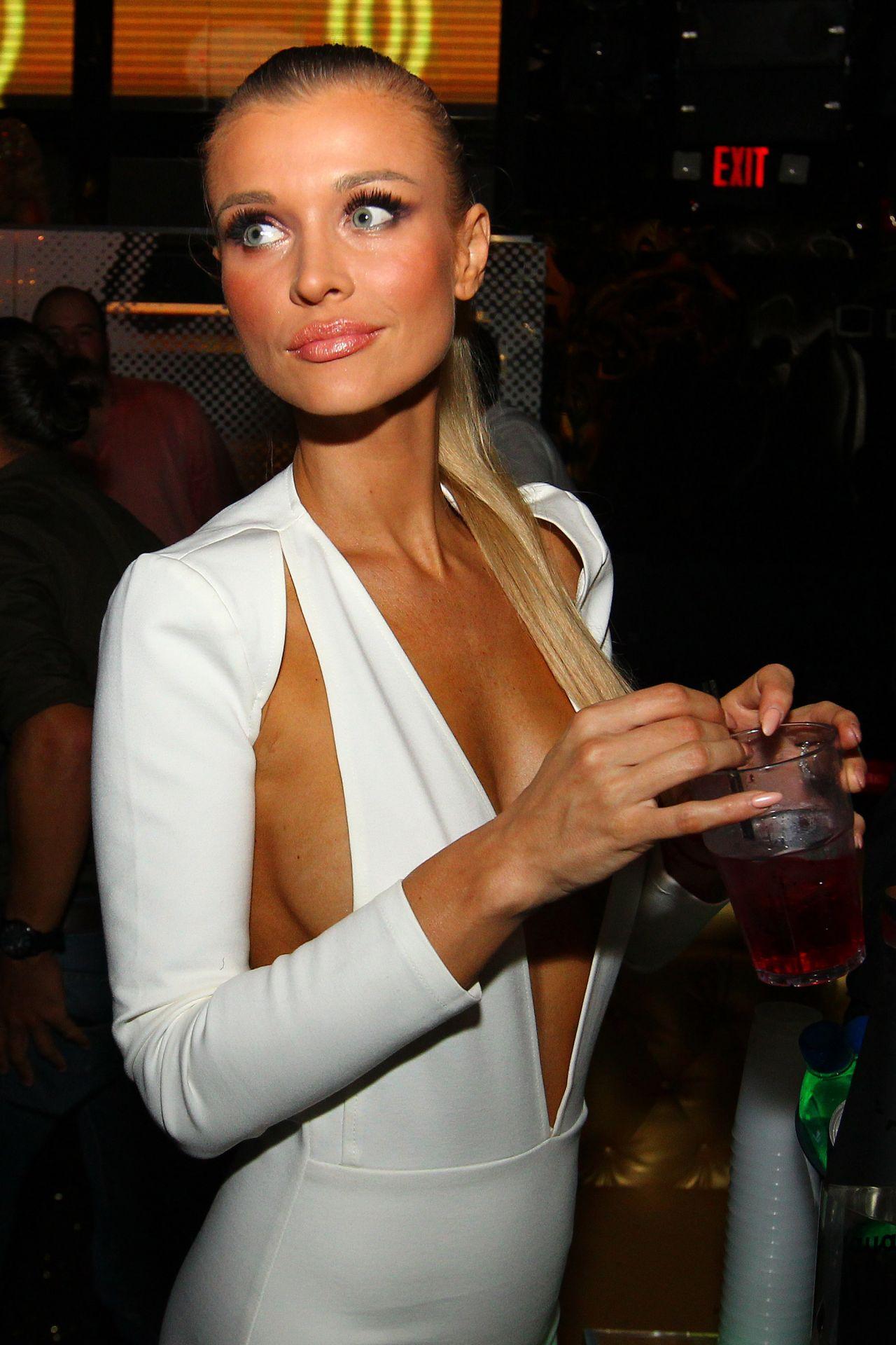 Joanna Krupa Romain Zago S Birthday Bash In Miami