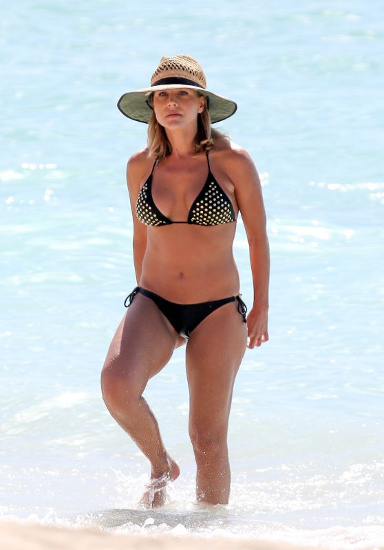 Julie Benz Bikini Pictures - Hawaii, November 2015