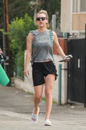 Kaley Cuoco - Leaving a Gym in Los Angeles, November 2015