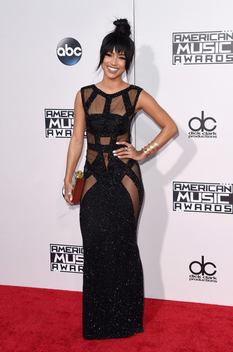 karrueche-tran-2015-american-music-awards-in-los-angeles_3