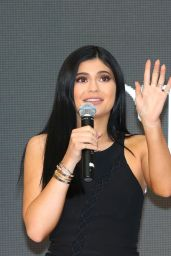 Kendall and Kylie Jenner - Launch of Kendall+Kylie at Forever New in Melbourne, November 2015