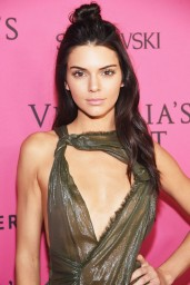kendall-jenner-victoria-s-secret-fashion-show-in-new-york-november-2015_6