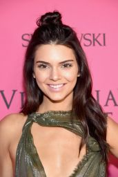 Kendall Jenner – Victoria's Secret Fashion Show in New York, November 2015