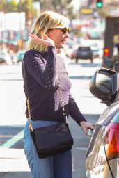 Kirsten Dunst - Leaves Lunch With a Friend in Los Angeles, November 2015