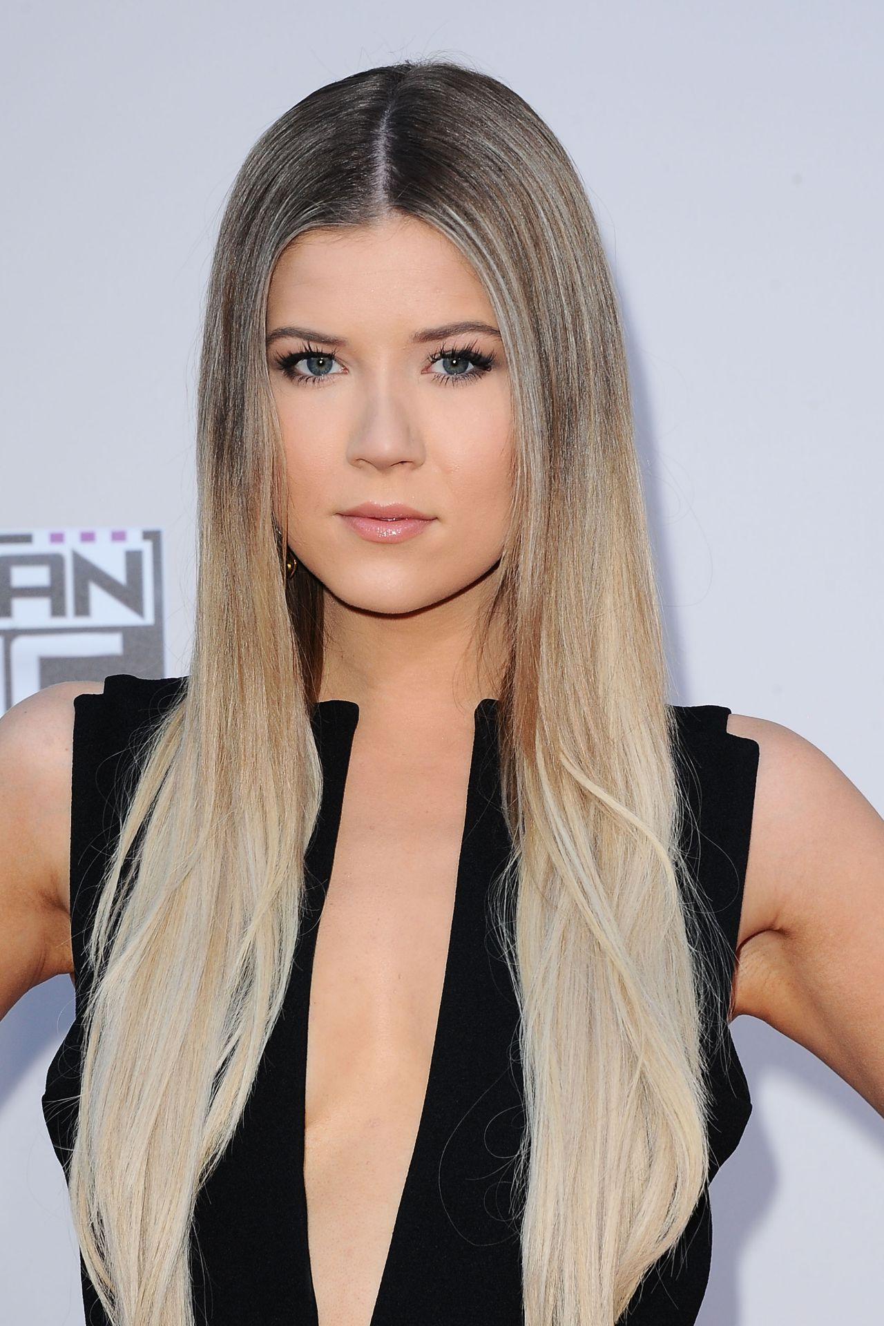 meghan rienks 2015 american music awards in los angeles