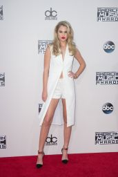 Meredith Mickelson - 2015 American Music Awards in Los Angeles