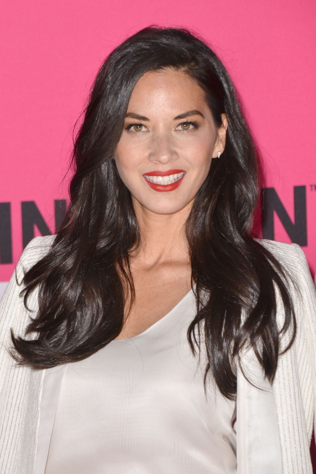 Olivia Munn T Mobile Un Carrier X November 2015
