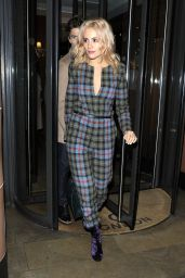 Pixie Lott Leaving C Restaurant in London, november 2015