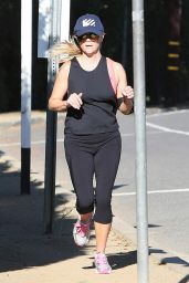 Reese Witherspoon - Jogging in Santa Monica, November 2015
