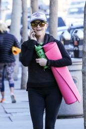 Reese Witherspoon - Leaving a Yoga Class in Los Angeles, November 2015