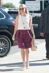 Reese Witherspoon Style - Out in Los Angeles 11/19/2015