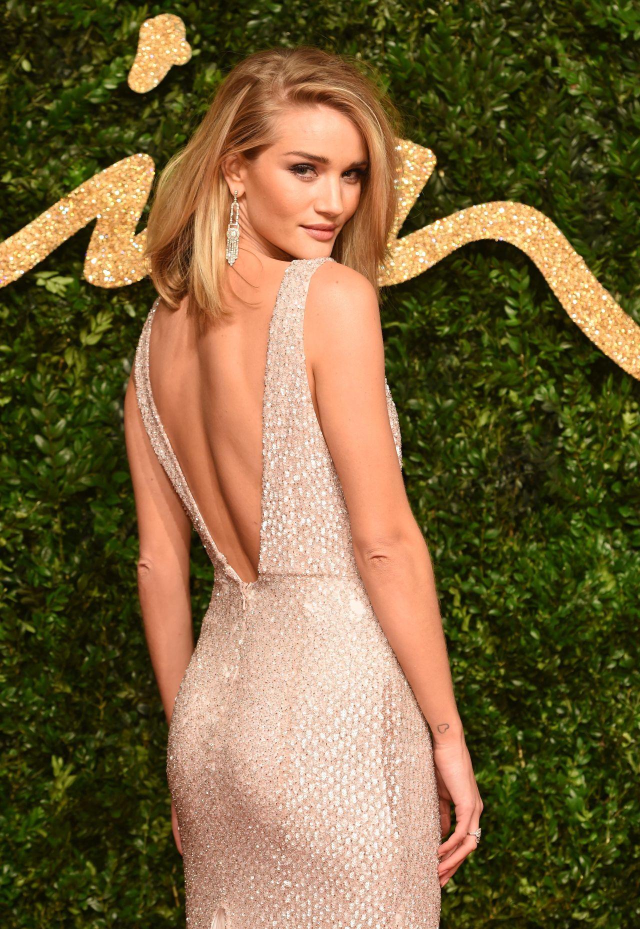 ¿Qué Hay De Mí? Capítulo 180 Rosie-huntington-whiteley-british-fashion-awards-2015-in-london_2