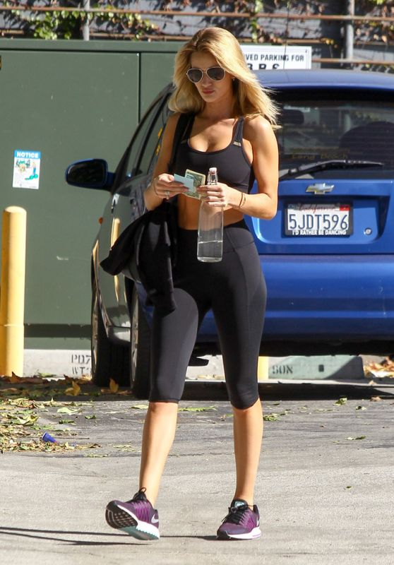 Rosie Huntington-Whiteley in Leggings - Outside the Gym in Los Angeles - 11/17/2015