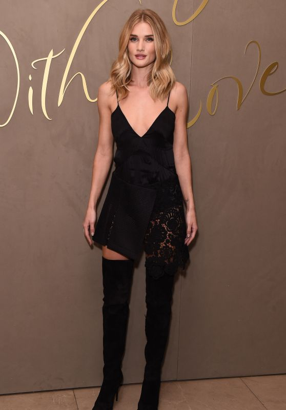 Rosie Huntington-Whitely - Burberry Festive Film Premiere in London